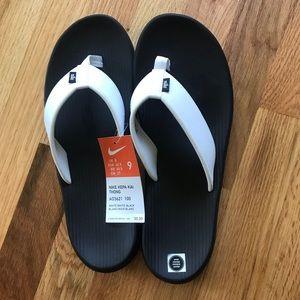 NWT Nike flip flops